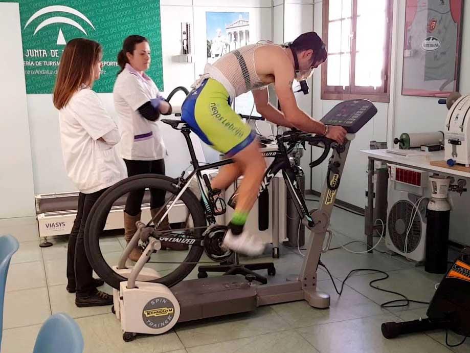 Ciclista realizando prueba de esfuerzo